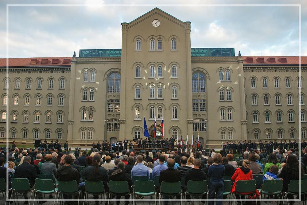 Zaprisega - Zaprisega novih poročnikov v Vojašnici generala Maistra.