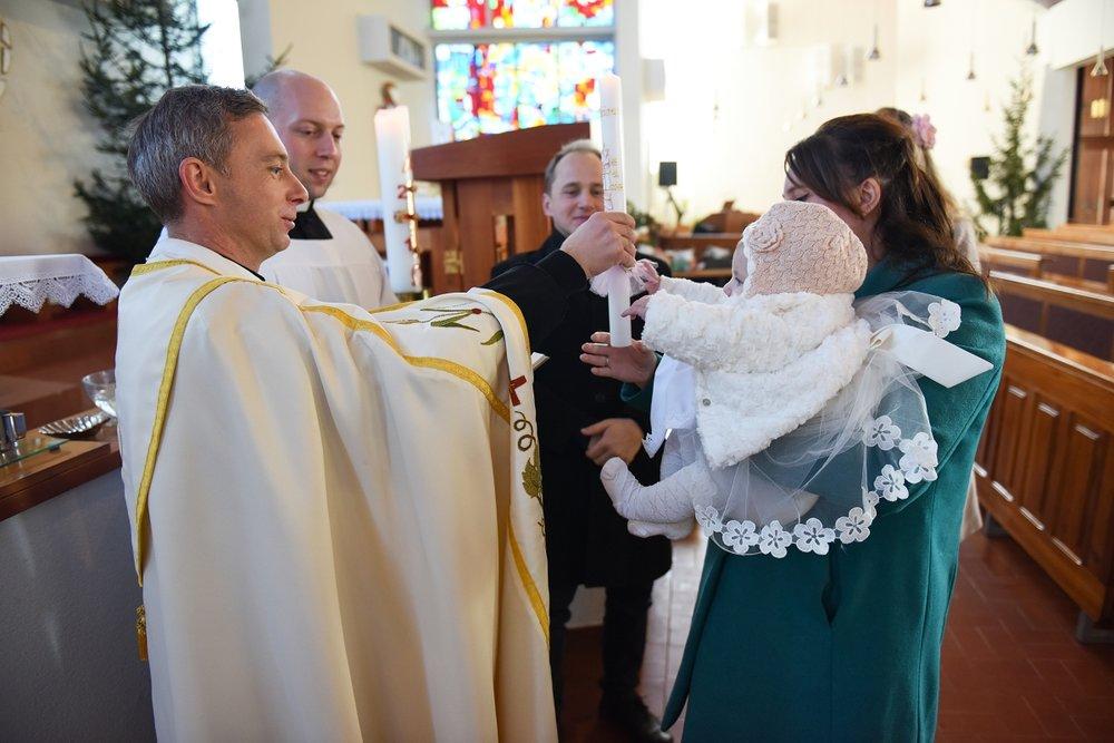Sv. Krst - Ko se celotna družina je zbrala za Vivien in sv. Krstu.