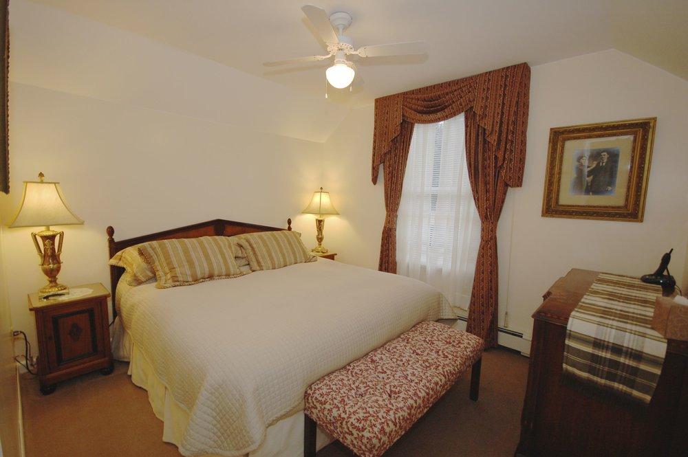 room 112-2.jpg