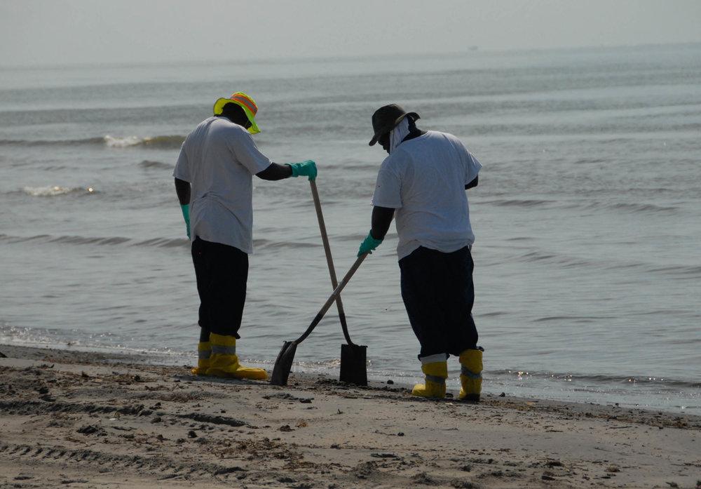 Beach_Clean_up_during_DWH_(8743617563).jpg