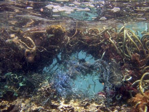 marine-debris-nwhi-07-30-2003b.jpg