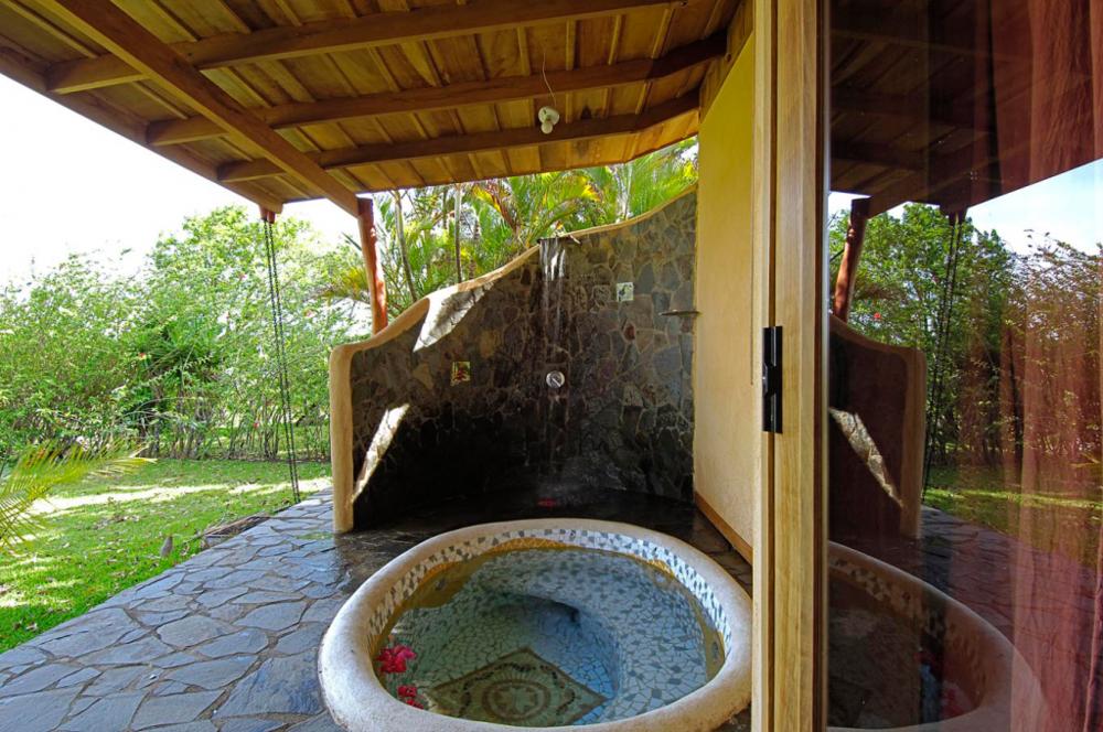 Mystica outdoor bath.png