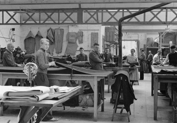 Vetra - VETRA grundades av Eduardo Beerens i Paris 1927. Redan från starten var mottot att skapa arbetskläder av högsta kvalitet och med bra passform.[...]