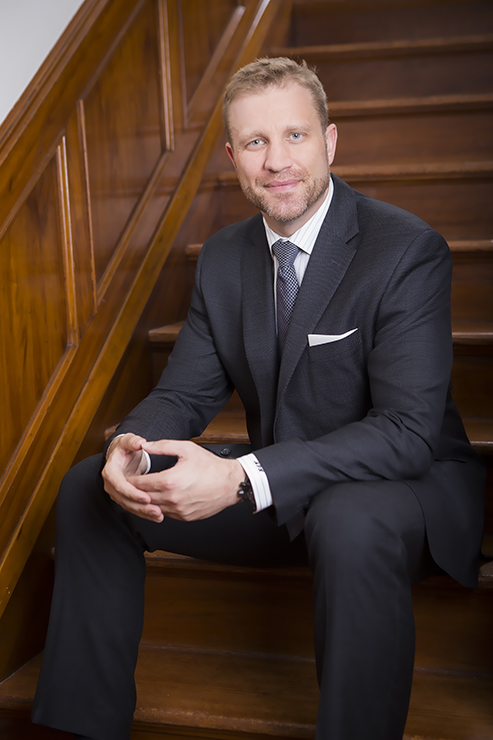 Mike Meddle, Heddle Group, Royal Lepage real estate portrait photography by Jon Evans