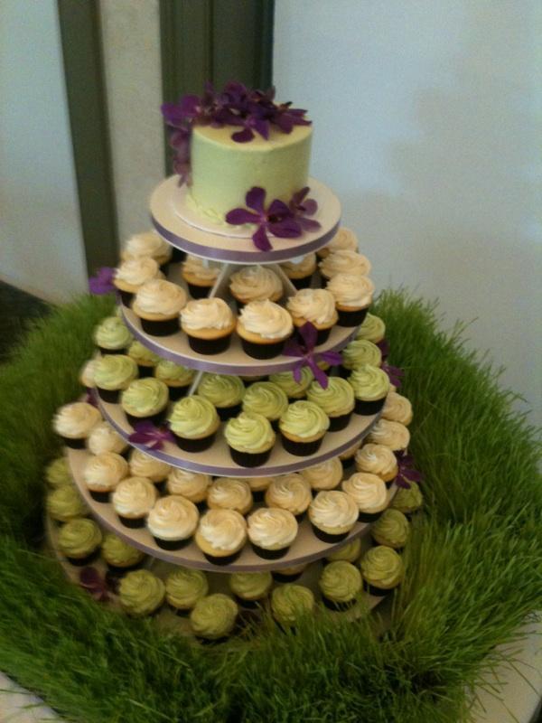 cupcake_wedding_round2 (1).JPG