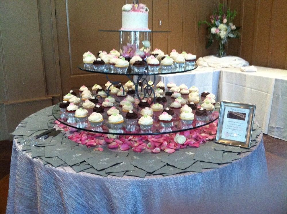cupcake_wedding_round_glass.JPG