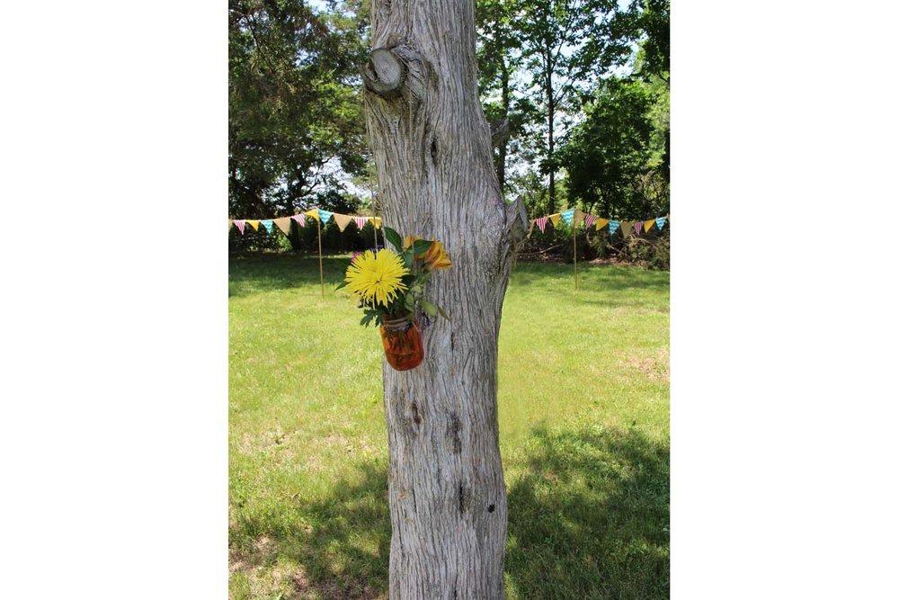 Banner_Tree_MasonJar_Flwrs_LR.jpg