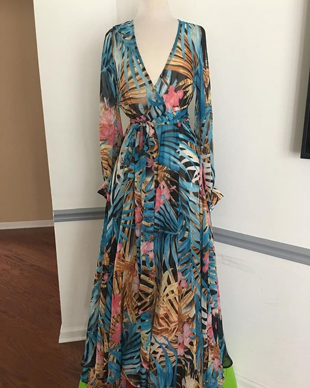 🔥🔥$20🔥🔥Okkkkk this is the last maxi dress... size L... its is not online... so drop your email in my DM I will send invoice... it is unlined.. and true to size... GET IT BEFORE ITS GONE...