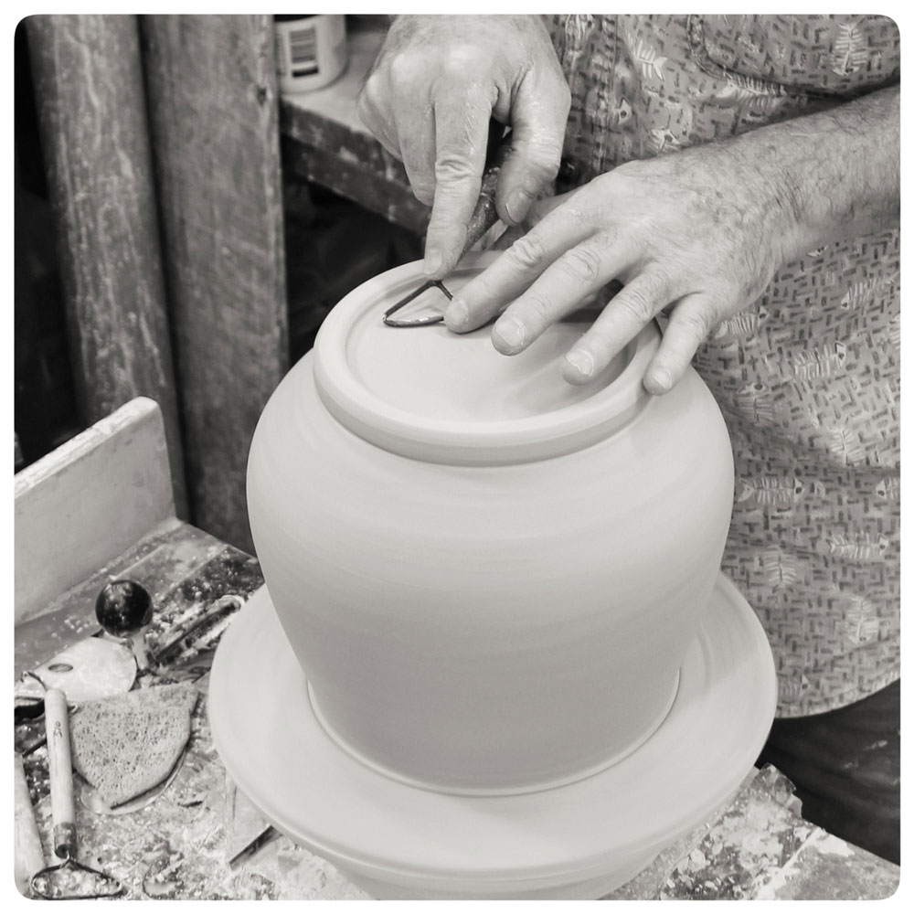 Bruce-Gholson-Trimming-the-Bottom-of-a-Bowl.jpg
