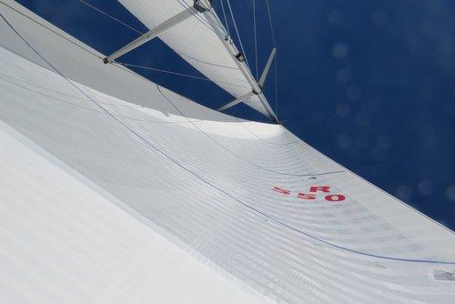 X-Drive Taft Endure   Beskrivning:  Obrutna stumma fibrer som är tejpade i seglets kraftriktningar. Prestandasegel för cruising eller club racing. Ger möjligheter för ett helt vitt segel.   Konstruktion:  Extra lättvikts cross-cut paneler förstärkta med obrutna ensträngstejper.   Material:  Endumax (UHMWPE) tejper som löper obrutna över seglets yta för att effektivt låsa och behålla seglets form. Nästan samma prestanda som kolfiber, kombinerad med Spectra / Dyneema fiberns fördelar   Formstabilitet:  ★★★★   Livslängd:  ★★★★   Form efter 500 timmar:  Cirka 80%   Pris:  €€€€
