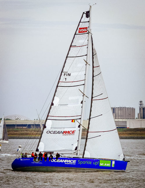 UK+Sailmakers+Square+Top+Mainsail+5+Whitbread+60+Full+Rig+shot.jpg