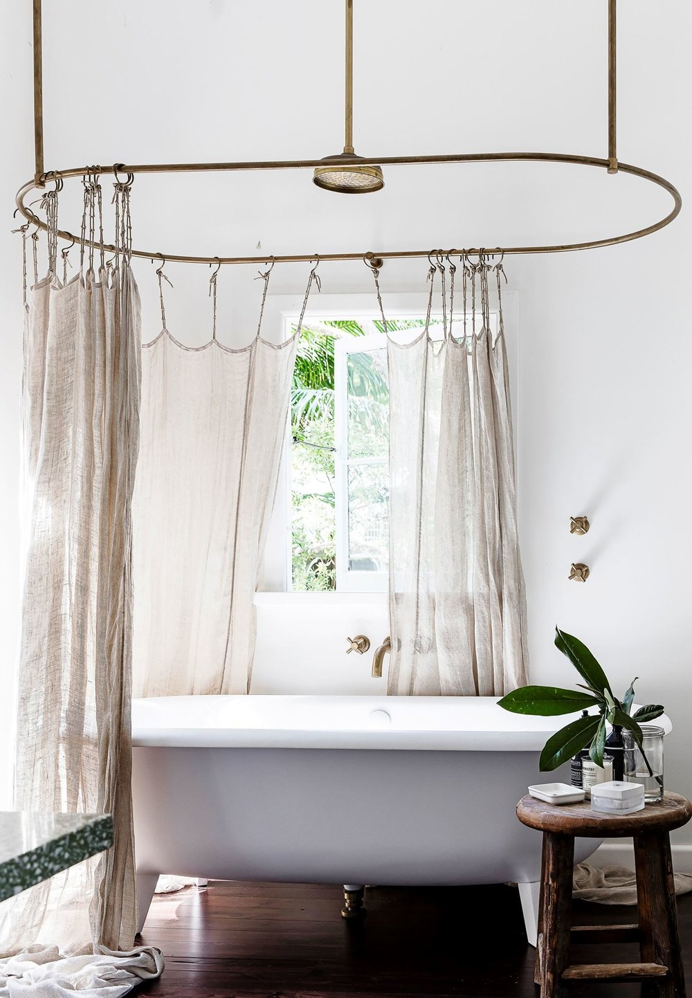 This gorgeous bath combined with the wooden flooring is just dreamy!