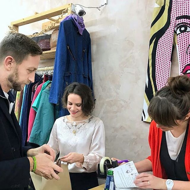 #Repost @htht.popup • • • Our pop-up event in collaboration with @hereaftervintage thanks @frederikwillems for swinging by! Your new HTHT triangle bracelet suits you :) #jewellery #brass # triangle #bracelet #sustainablefashion #ethicfashion #popupevent #perfectending #thankseveryone #environmentalist #endingparty #universitylife #activity #cooperations #fashionmajor