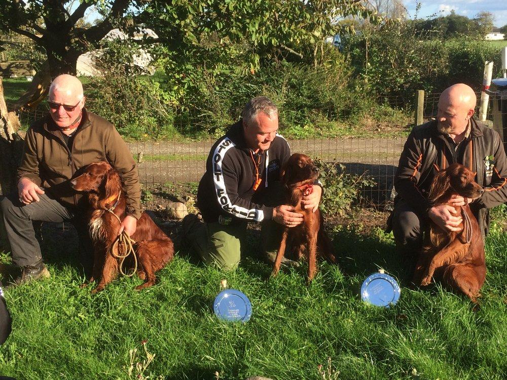 Gunnar, Frank og Brian med 3 placerede hunde af 5 mulige. Charites var kvalificeret til DM - nu er Eddie og Pepper det også. Med 1. Vinderen blev Kirstinekjærs Eddie ny Dansk Brugs Champion