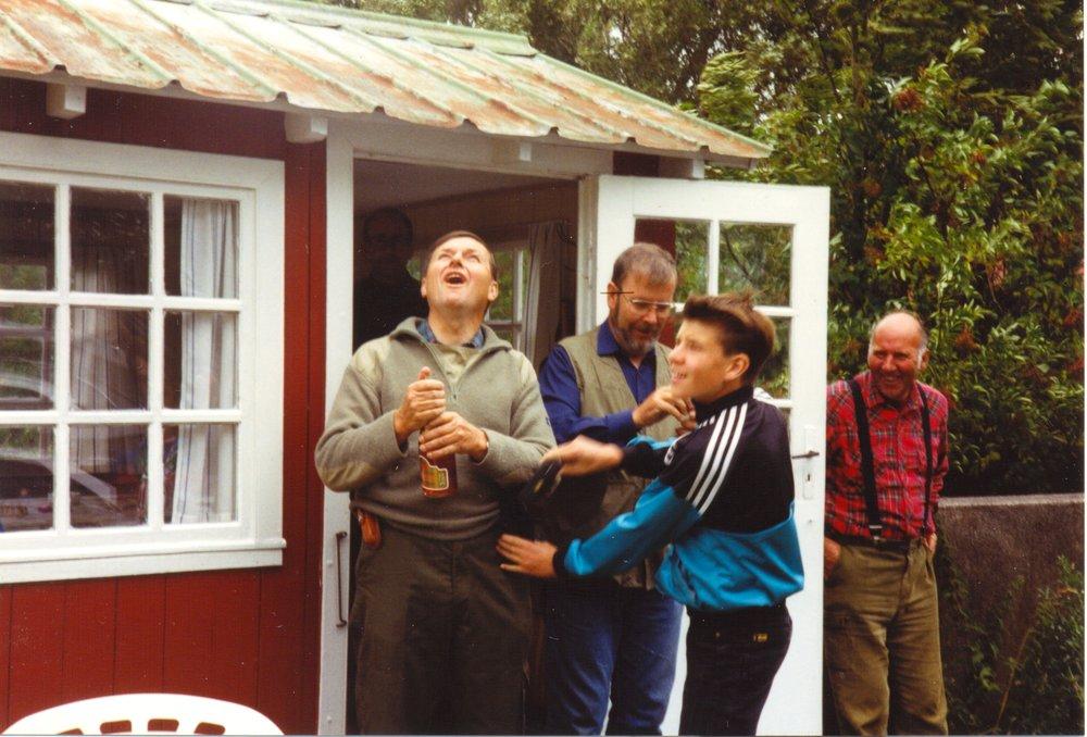 Indvielse af jagthytten Skamby, fra venstre John Skovgaard, Per H. Nissen, Karsten Skovgaard, og Niels Peder Sørensen. Foto: Per Nissen.