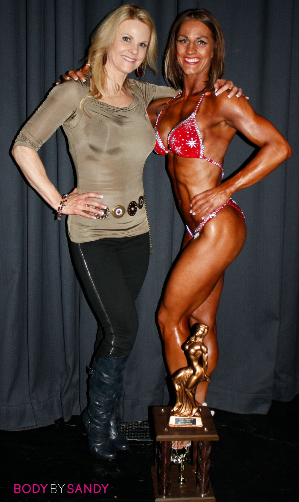 2011 NPC Utah Open & Ironman Natural-Me & Melissa & trophy.JPG