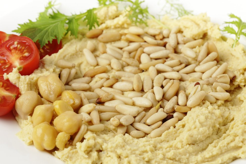 Hummus with Pinenuts