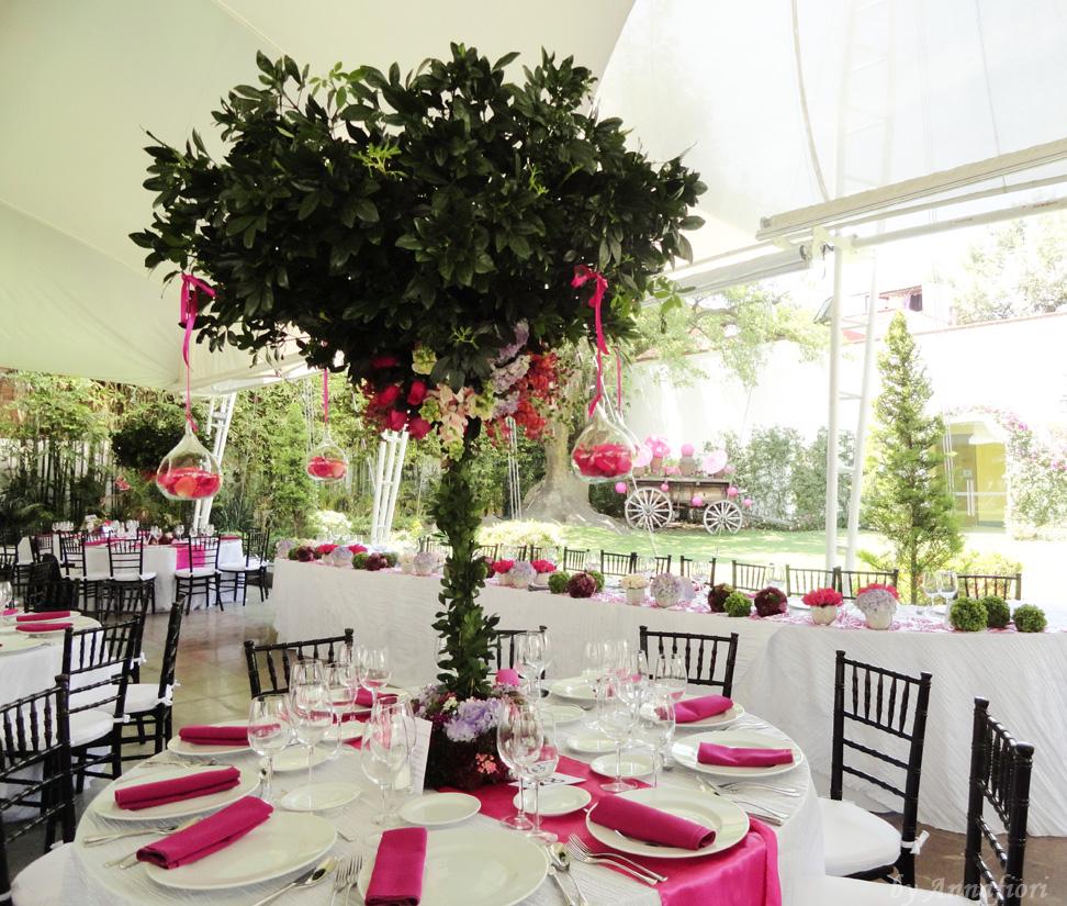 Decoración de bodas, centros de mesa altos tipo árbol.jpg