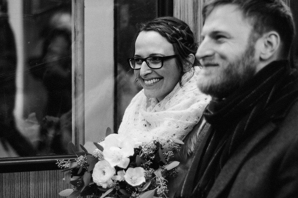 standesamtliche hochzeit wedding munich muenchen hochzeitsreportage hochzeitsfotos kvr city ubahn