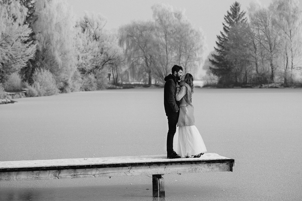 paarshooting after wedding photography paarfotos brautpaarfotos munich muenchen winter schnee