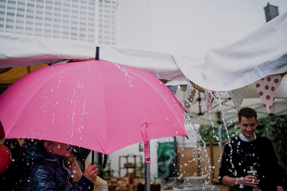 standesamtliche regen hochzeit trauung gartenfest münchen bayern munich civil wedding bavaria standesamt brazilian photographer germany hochzeitsfotograf hochzeitsfotos rainy