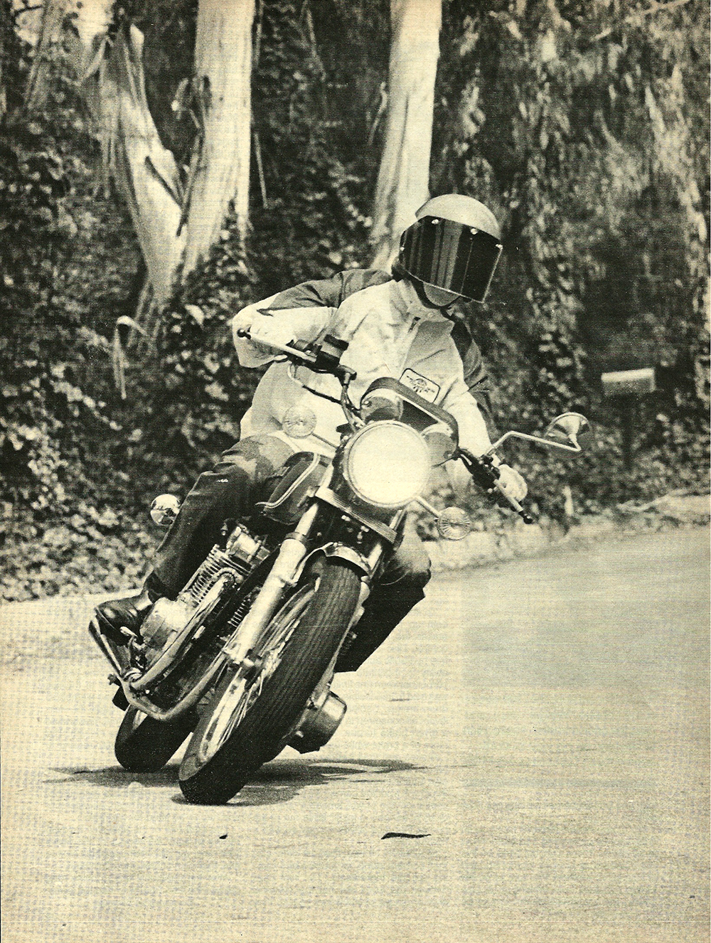 1977 Suzuki GS550 road test 01.jpg