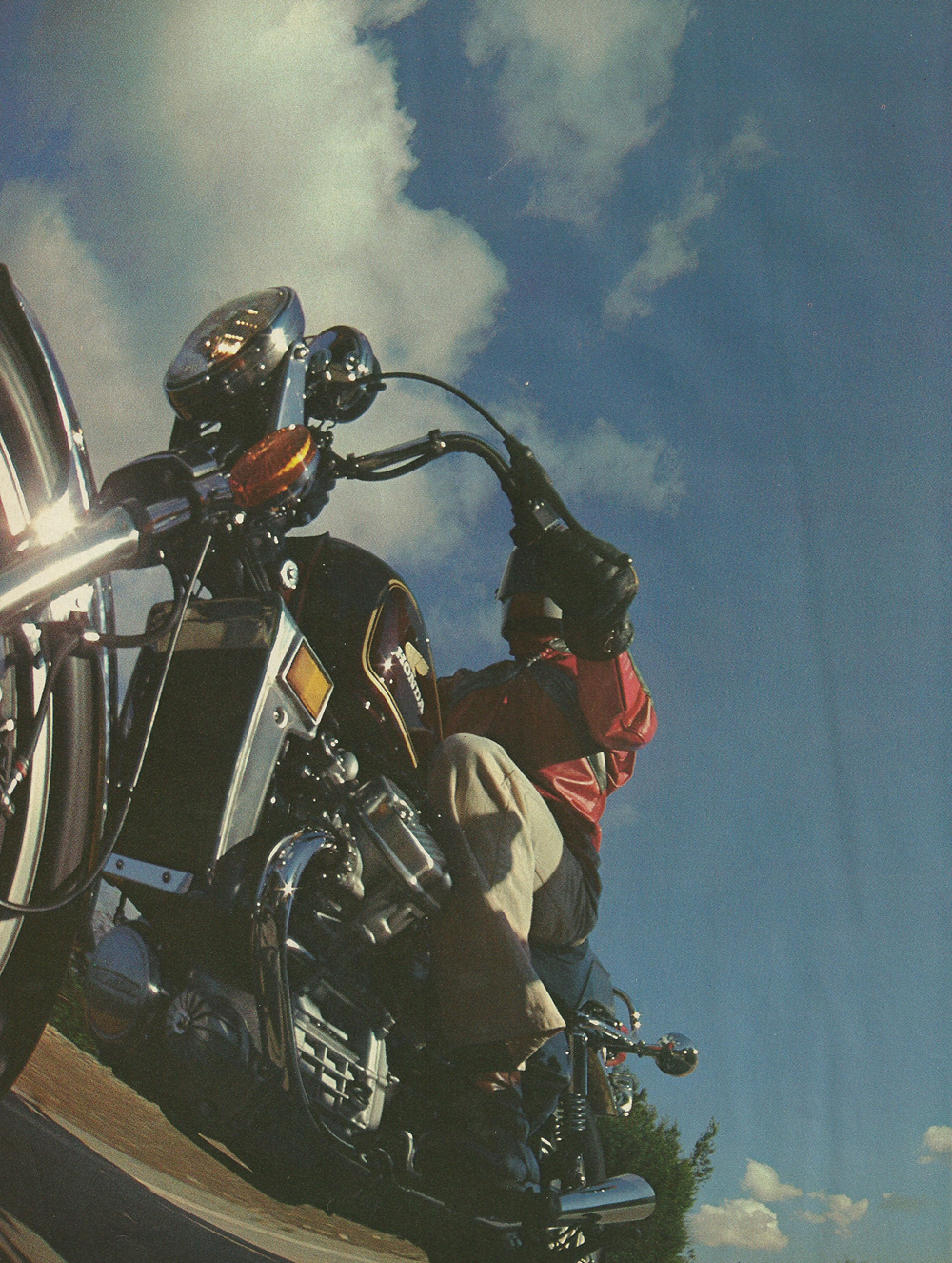 1979 Honda CX500 vs Harley FXS-80 Lowrider 3.jpg