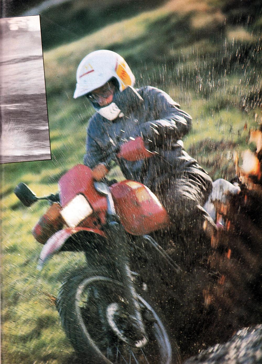 1985 Kawasaki KLR600 vs Suzuki DR600 road test 02.jpg