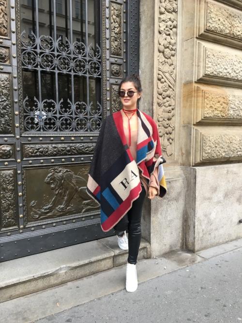 Rome adler Fashion blogger Burberry poncho zara hm.jpg