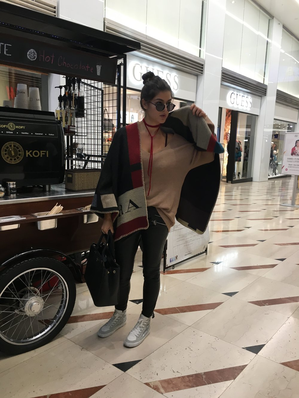 Romea Adler fashion blogger poncho burberry zara.JPG