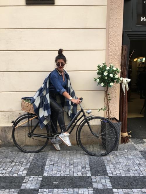 Romea Adler fashion blogger poncho zara basic look uggs