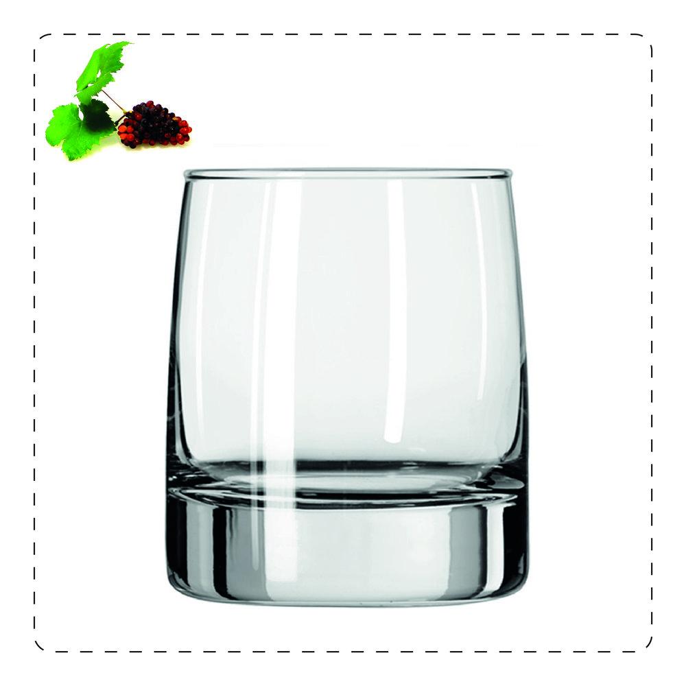 TUMBLER  È un bicchiere basso e rotondo per i distillati con ghiaccio; ne esistono di tre tipi: alto, per i long drink; medio, per l'acqua e basso, utilizzato soprattutto nell'american bar per la mescita anche di liquori dolci e di amari con ghiaccio.