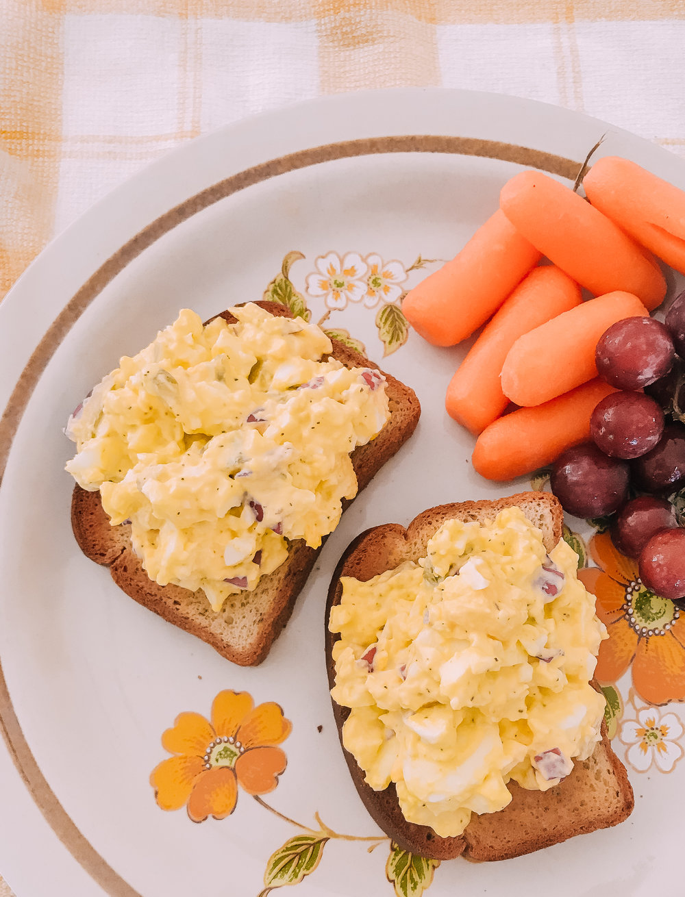 Egg salad on gluten free bread with carrots and grapes, cooked with an instant pot