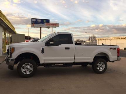 single-cab-black-step-bars-on-ford-f250-4x4-work-truck_PickupOutfitters_Waco.jpg