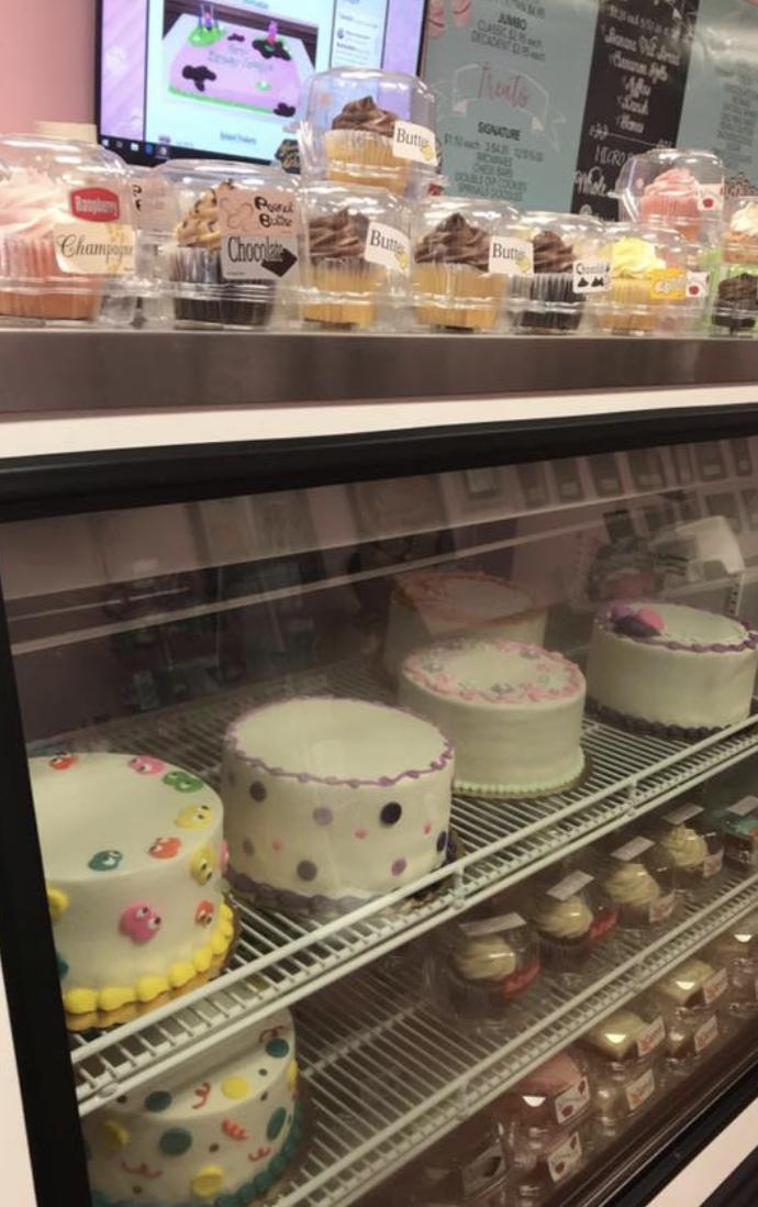 Case cakes waiting to be chosen