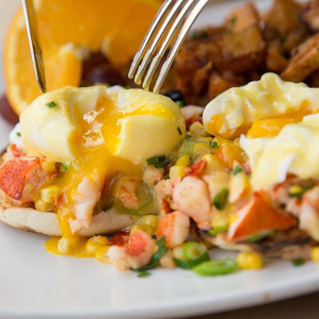 Start the weekend early and come join us for Agave Friday Brunch 🍳