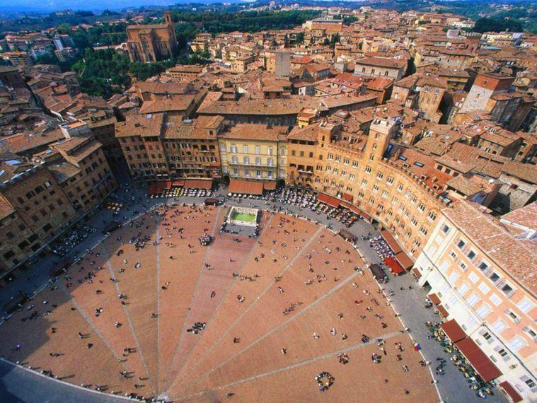 ITALY-DEVIDE-Siena.jpg