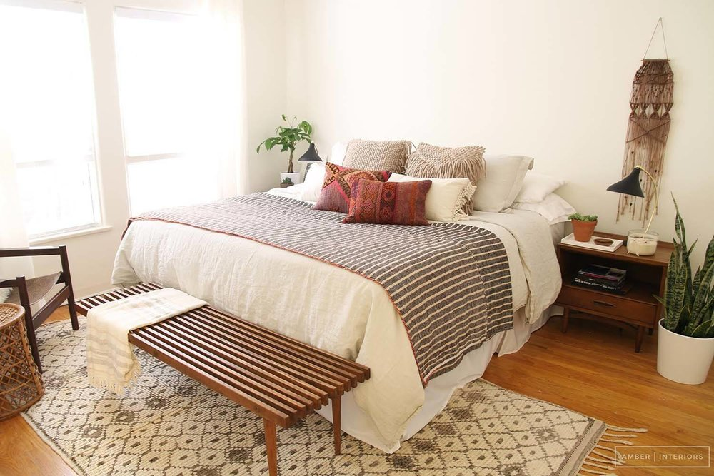 Mid-Century-Modern-Bedroom-09-1-Kindesign.jpg