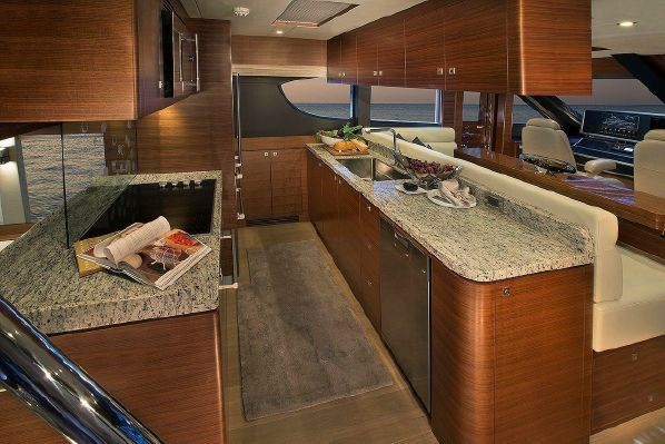 65' REGENCY PILOTHOUSE11.jpg
