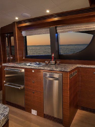 65' REGENCY PILOTHOUSE10.jpg