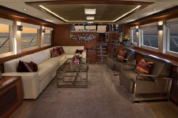 65' REGENCY PILOTHOUSE5.jpg