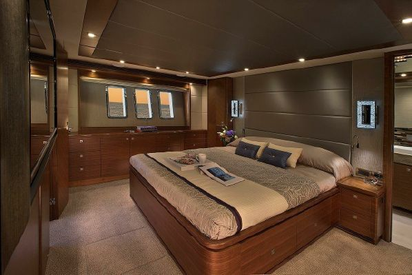 65' REGENCY PILOTHOUSE20.jpg