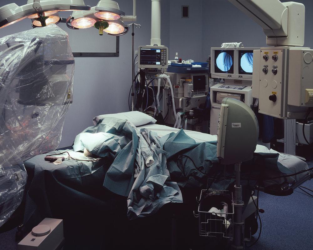 João Mota da Costa, da série  Post-Op: Seven rooms for surgery , 2014    10 TRABALHOS: RETROSPECTIVA 2009-2016     ENCONTROS DA IMAGEM 2017  17 Set 2017 — 29 Out 2017 Mosteiro de Tibães, Braga