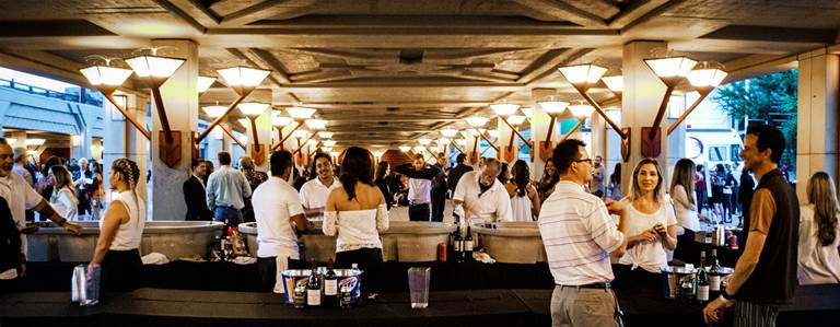 Guests enjoy all fresco bar with local craft beer and fine wines. Photo by James Ritter.