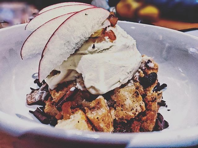 Dessert ❤️ from @beautynbytes ・・・ Pudding it downnnnnn 😜  #breadpudding#foodie#foodieporn#foodporn#foodlife#foodphotography#food#foodpic#foodart#foodblog#foodstagram#foodlover#lifestyleblogger#styleblogger#blogger#beauty#eats#eatstagram#foodoftheday#foodpornshare#stl#stlfoodie#stl#stlblogger#beautynbytes
