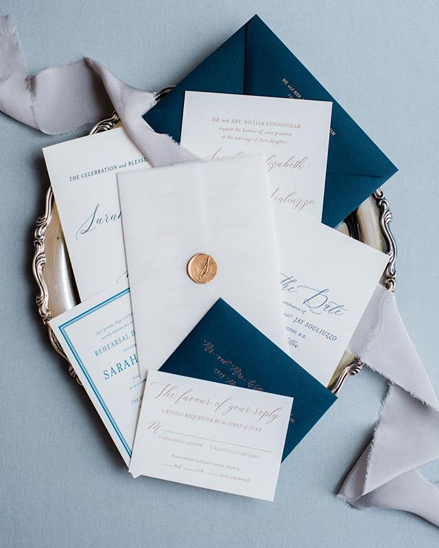 You fancy invitations, you. Wax seals get me every time!😉 💌: @curiousfoxpress 📷: @lissa_ryan #becunningthesogliuzzos