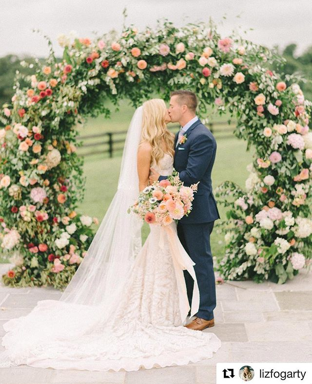 #Repost: @lizfogarty ・・・ Am I the only photographer who gets a little sad when they are about to deliver a wedding because that means I won't be looking at these pretties everyday 😭 Anyone else?!? 🤷🏽‍♀️#floralarch #weddingfloraldesign #weddingfloralarch Flowers @sophiefelts • dress @inbaldrorofficial • @carinesbridal • Venue @shadowcreekweddings • Makeup @phenomenalfacesmua planning @triciachristineweddings • day of coordinator @laura_dee_events • catering @pigsbbq • furniture @paisleyandjade
