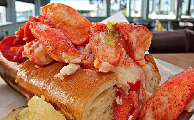 lobsterroll.jpg