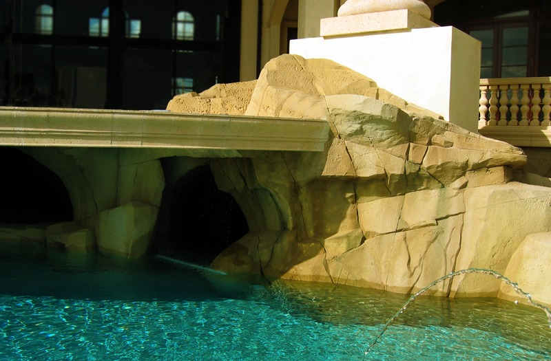 Artificial rock pool finish