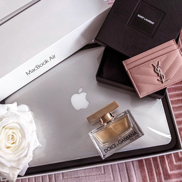 WANT TO WIN... + A Macbook Air + An YSL cardholder in this season´s hottes color + A D&G perfume . . All you need to do is go to the account @BoutiqueBloggers - Follow all the accounts they are following and comment on their latest posts! THAT'S IT!! Stay tuned for bonus points! . . Ends 04/27. Winner will be announced 4/29 2pm EST.  This contest is not associated with Instagram, Inc. Entrants 18 years of age, in the USA and agree to Instagram's terms of use. No purchase necessary. For official rules visit @boutiquebloggers link in bio #BB0419